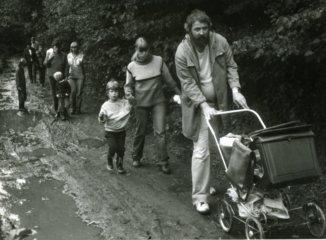 Rodina Drocárova a rodina Daňhelova při výletě na Baštírnu.