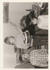 Předávání medailí z lyžování, Pánský podnikový zájezd na chatu s dětmi, Krušné hory, Suchá u Jáchymova, 80. roky