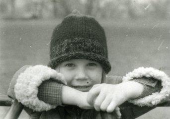 Portrét sestry v zimě.